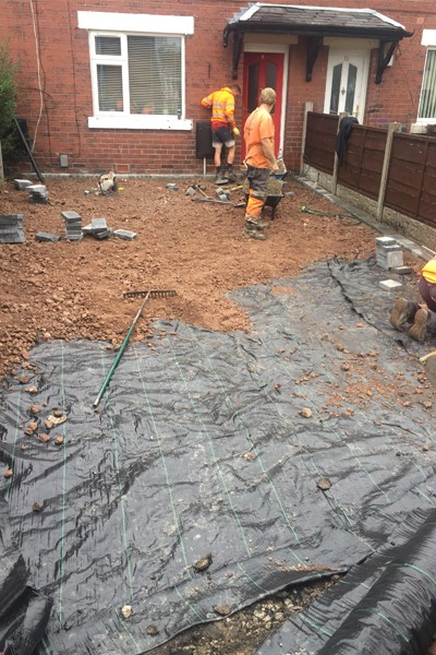 RESIN DRIVEWAYS | TARMAC DRIVEWAYS | DRIVEWAY RESURFACING | POT HOLE REPAIRS 4