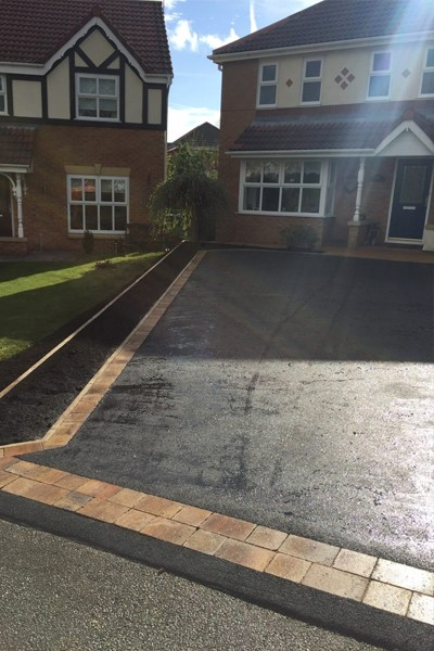 RESIN DRIVEWAYS | TARMAC DRIVEWAYS | DRIVEWAY RESURFACING | POT HOLE REPAIRS 55-1