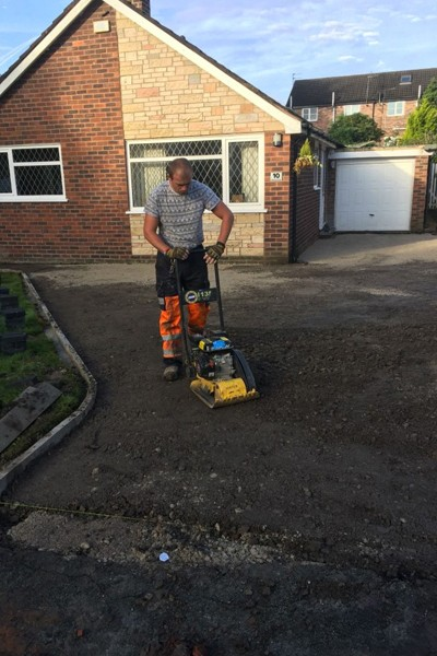 RESIN DRIVEWAYS | TARMAC DRIVEWAYS | DRIVEWAY RESURFACING | POT HOLE REPAIRS 6