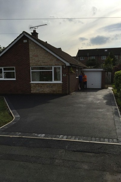 RESIN DRIVEWAYS | TARMAC DRIVEWAYS | DRIVEWAY RESURFACING | POT HOLE REPAIRS 66-1