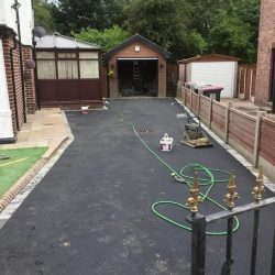 RESIN DRIVEWAYS | TARMAC DRIVEWAYS | DRIVEWAY RESURFACING | POT HOLE REPAIRS 7447867Tarmac6-250x250