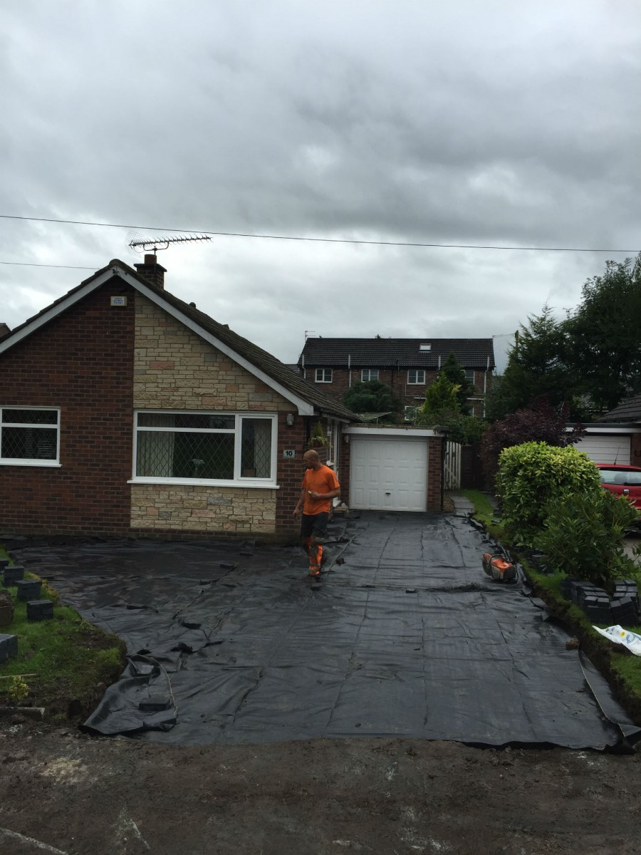 RESIN DRIVEWAYS | TARMAC DRIVEWAYS | DRIVEWAY RESURFACING | POT HOLE REPAIRS IMG_1295