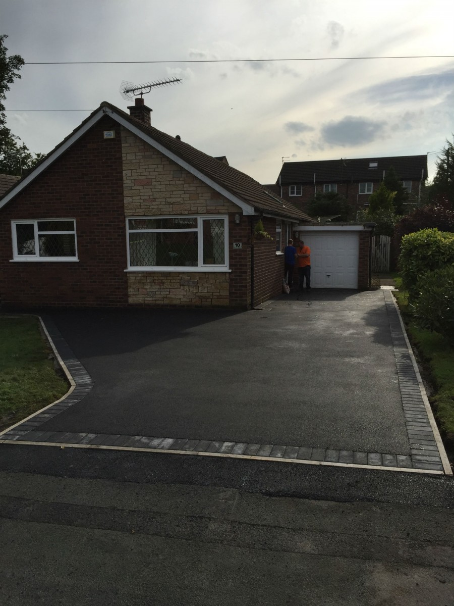 RESIN DRIVEWAYS | TARMAC DRIVEWAYS | DRIVEWAY RESURFACING | POT HOLE REPAIRS IMG_1297