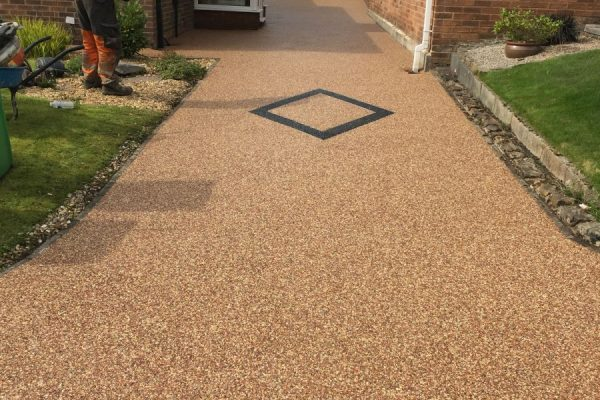 RESIN DRIVEWAYS | TARMAC DRIVEWAYS | DRIVEWAY RESURFACING | POT HOLE REPAIRS IMG_1298-600x400