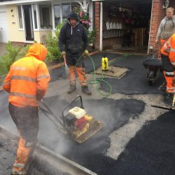 RESIN DRIVEWAYS | TARMAC DRIVEWAYS | DRIVEWAY RESURFACING | POT HOLE REPAIRS image4-250x250