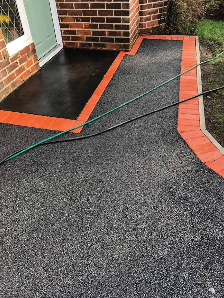 RESIN DRIVEWAYS | TARMAC DRIVEWAYS | DRIVEWAY RESURFACING | POT HOLE REPAIRS jpba4
