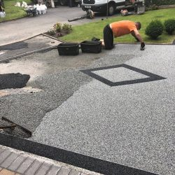 RESIN DRIVEWAYS | TARMAC DRIVEWAYS | DRIVEWAY RESURFACING | POT HOLE REPAIRS 65160912_1255690754589636_4745826656059392000_n-250x250
