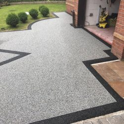 RESIN DRIVEWAYS | TARMAC DRIVEWAYS | DRIVEWAY RESURFACING | POT HOLE REPAIRS 65284921_1255690737922971_223772632254775296_n-250x250